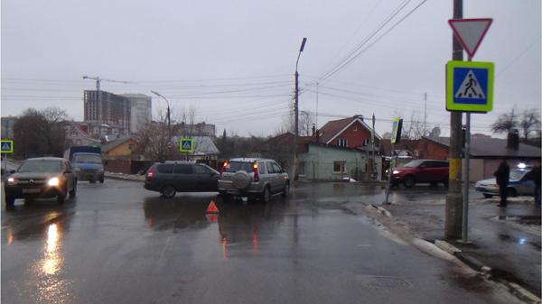 На улице Ленинского Комсомола столкнулись Хонда и Лада, пострадал ребенок
