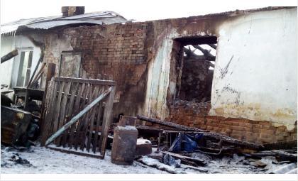 Мать погибших на пожаре в Степном пятерых детей недавно умерла от болезни