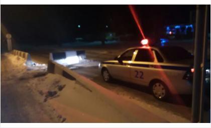 Пьяная 18-летняя автоледи сбегала от ГИБДД и врезалась в бетонный разделитель в Бердске