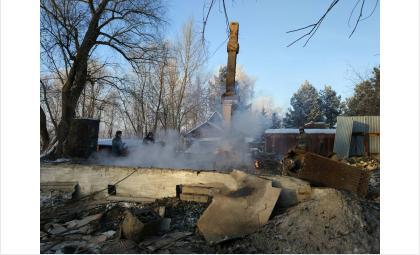 Тела двух неизвестных нашли в пожаре на острове Кудряш в Новосибирске